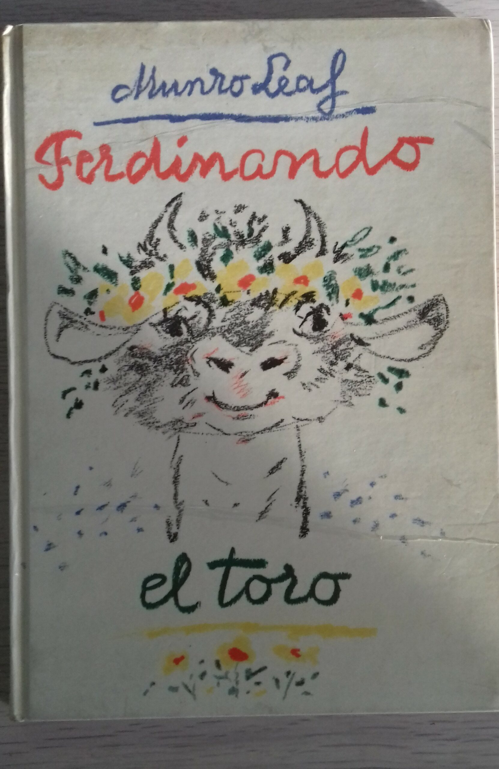 Brightly coloured image of Spanish cover of Ferdinand the BUll